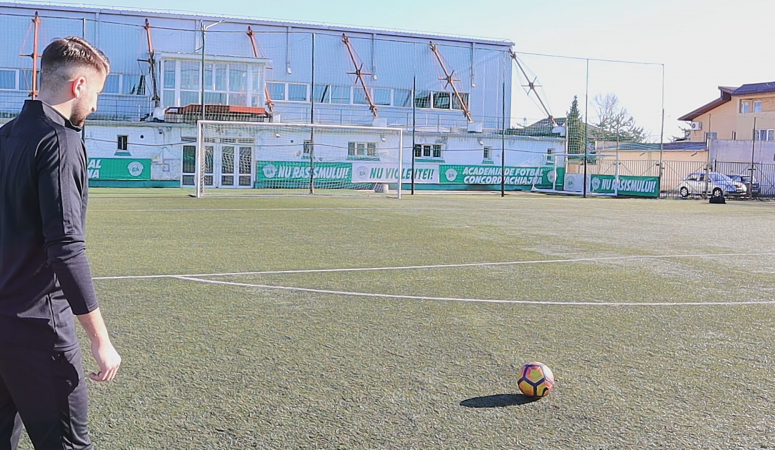 How to curve the ball on freekicks? Football and Soccer